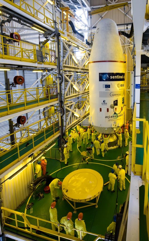 Integration_of_Soyuz_VS14_upper_composite-634x1024.jpg