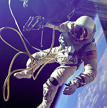 220px-Ed_White_First_American_Spacewalker_-_GPN-2000-001180