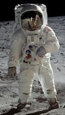 Buzz_Aldrin_Apollo_Spacesuit