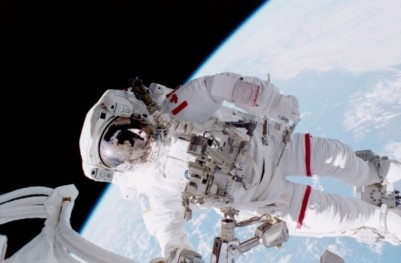 STS_100_Hadfield_EVA-640x421-620x407