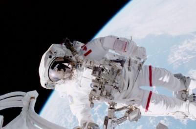 STS_100_Hadfield_EVA-640x421-620x407